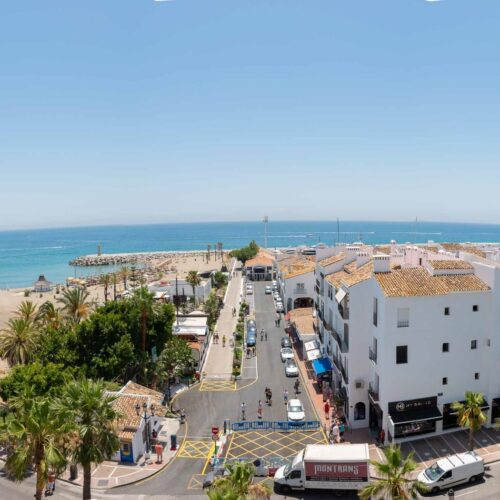 Central Puerto Banus Beachfront Apartment 1