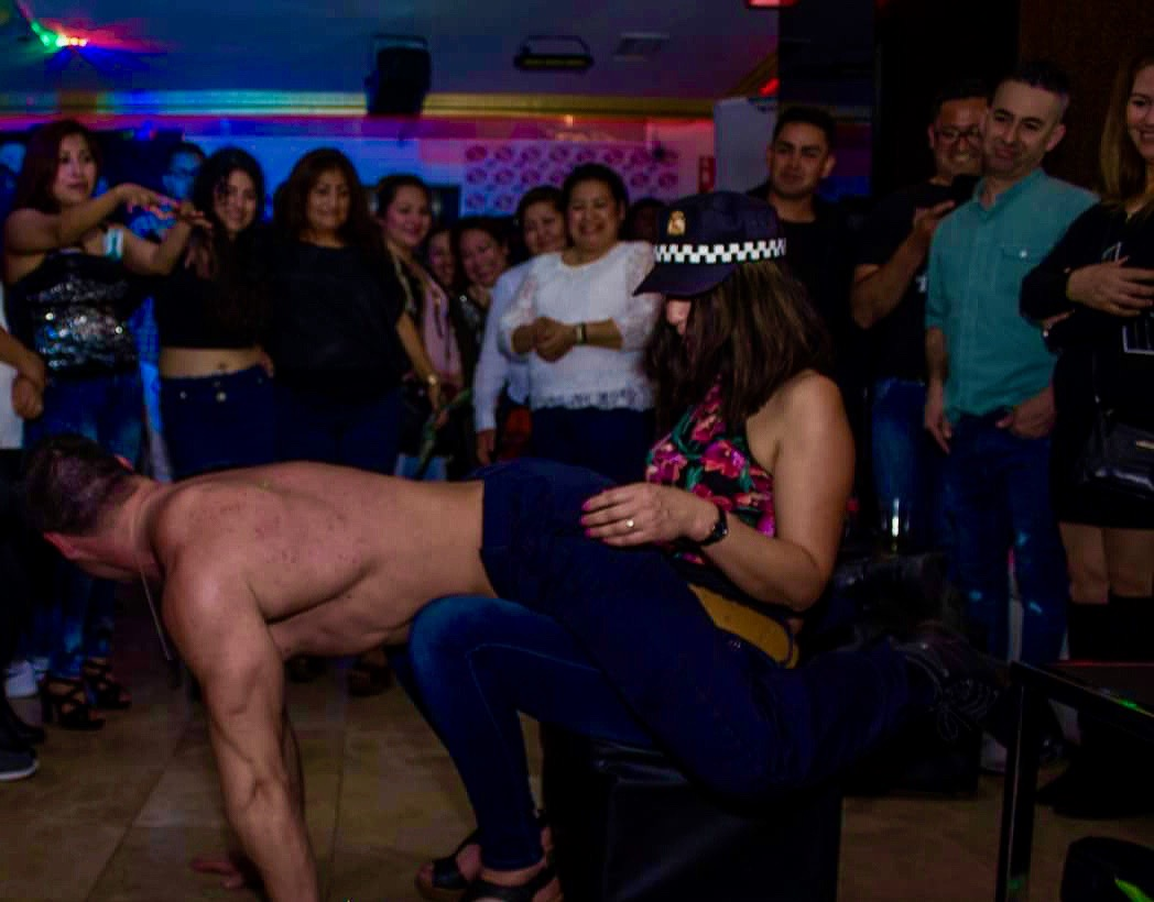 stripper show2